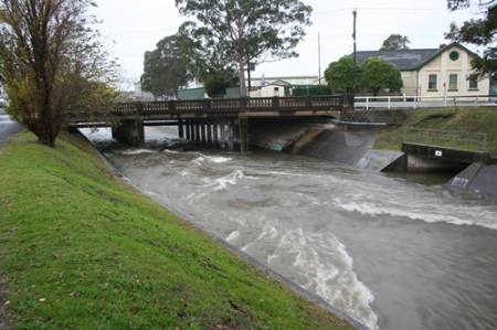 Flood at Chatham Road bridge